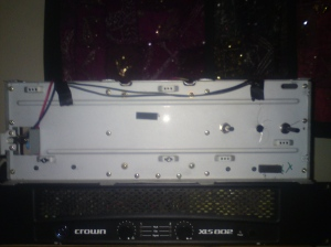Front of chasis, with power and Main and Slave-Output volume controls.